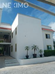 NEX-46940 - Departamento en Renta, con 3 recamaras, con 2 baños, con 1 medio baño, con 160 m2 de construcción en Residencial Cumbres, CP 77560, Quintana Roo.