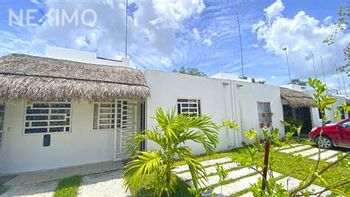 NEX-53389 - Casa en Venta, con 3 recamaras, con 3 baños, con 1 medio baño, con 150 m2 de construcción en Cancún Centro, CP 77500, Quintana Roo.