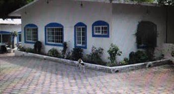 NEX-17403 - Casa en Venta en Centro, CP 62760, Morelos, con 4 recamaras, con 4 baños, con 2 medio baños, con 500 m2 de construcción.