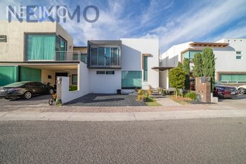 NEX-26266 - Casa en Venta, con 3 recamaras, con 2 baños, con 1 medio baño, con 240 m2 de construcción en Residencial el Refugio, CP 76146, Querétaro.
