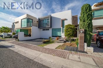 NEX-26379 - Casa en Venta, con 3 recamaras, con 2 baños, con 1 medio baño, con 250 m2 de construcción en Residencial el Refugio, CP 76146, Querétaro.