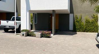 NEX-31460 - Casa en Renta en Juriquilla Santa Fe, CP 76230, Querétaro, con 3 recamaras, con 2 baños, con 1 medio baño, con 314 m2 de construcción.