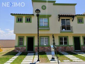 NEX-39053 - Casa en Venta, con 3 recamaras, con 2 baños, con 1 medio baño, con 103 m2 de construcción en Real Solare, CP 76246, Querétaro.