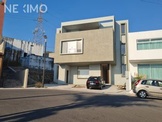 NEX-46647 - Casa en Venta, con 4 recamaras, con 3 baños, con 1 medio baño, con 400 m2 de construcción en Balcones Coloniales, CP 76140, Querétaro.