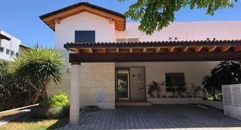 NEX-19937 - Casa en Venta en El Campanario, CP 76146, Querétaro, con 4 recamaras, con 4 baños, con 1 medio baño, con 300 m2 de construcción.