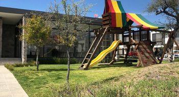 NEX-28019 - Casa en Renta en Residencial el Refugio, CP 76146, Querétaro, con 3 recamaras, con 2 baños, con 1 medio baño, con 113 m2 de construcción.