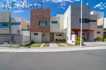 NEX-25664 - Casa en Venta en Residencial el Refugio, CP 76146, Querétaro, con 4 recamaras, con 2 baños, con 1 medio baño, con 152 m2 de construcción.