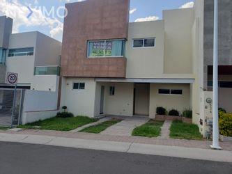 NEX-44406 - Casa en Renta, con 4 recamaras, con 2 baños, con 1 medio baño, con 152 m2 de construcción en Residencial el Refugio, CP 76146, Querétaro.