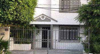 NEX-17089 - Casa en Venta en Cancún Centro, CP 77500, Quintana Roo, con 3 recamaras, con 2 baños, con 2 medio baños, con 198 m2 de construcción.