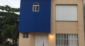 NEX-19131 - Casa en Venta en Cancún Centro, CP 77500, Quintana Roo, con 2 recamaras, con 2 baños, con 1 medio baño, con 100 m2 de construcción.