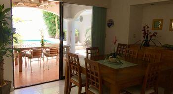 NEX-20603 - Casa en Venta en Cancún (Internacional de Cancún), CP 77569, Quintana Roo, con 3 recamaras, con 3 baños, con 2 medio baños, con 300 m2 de construcción.