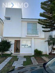 NEX-44140 - Casa en Renta, con 3 recamaras, con 3 baños, con 1 medio baño, con 130 m2 de construcción en Cancún (Internacional de Cancún), CP 77569, Quintana Roo.