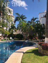 NEX-45007 - Departamento en Renta, con 2 recamaras, con 2 baños, con 90 m2 de construcción en Zona Hotelera, CP 77500, Quintana Roo.