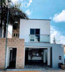NEX-45248 - Casa en Venta, con 3 recamaras, con 2 baños, con 1 medio baño, con 130 m2 de construcción en Jardines de Banampak, CP 77528, Quintana Roo.