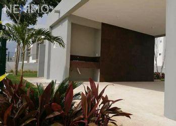 NEX-46005 - Casa en Renta, con 3 recamaras, con 2 baños, con 1 medio baño, con 130 m2 de construcción en Jardines del Sur, CP 77536, Quintana Roo.