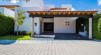 NEX-331 - Casa en Venta en El Campanario, CP 76146, Querétaro, con 3 recamaras, con 3 baños, con 1 medio baño, con 220 m2 de construcción.