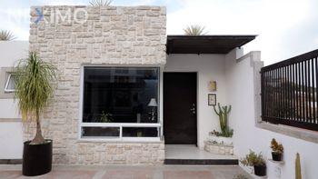 NEX-43939 - Casa en Venta, con 3 recamaras, con 3 baños, con 450 m2 de construcción en Real de Juriquilla, CP 76226, Querétaro.
