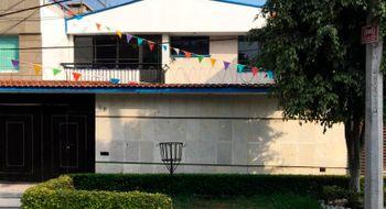 NEX-22409 - Casa en Renta en Ciudad Satélite, CP 53100, México, con 4 recamaras, con 3 baños, con 1 medio baño, con 250 m2 de construcción.