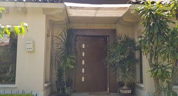 NEX-29999 - Casa en Venta en Club de Golf Hacienda, CP 52959, México, con 3 recamaras, con 4 baños, con 2 medio baños, con 550 m2 de construcción.
