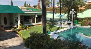 NEX-30980 - Casa en Venta en Vista Hermosa, CP 62290, Morelos, con 4 recamaras, con 5 baños, con 1 medio baño, con 700 m2 de construcción.