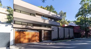 NEX-22022 - Casa en Venta en Bosques de las Lomas, CP 05120, Ciudad de México, con 4 recamaras, con 4 baños, con 1 medio baño, con 825 m2 de construcción.