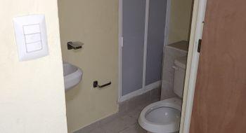 NEX-27414 - Departamento en Venta en Cancún Centro, CP 77500, Quintana Roo, con 2 recamaras, con 1 baño, con 1 medio baño, con 123 m2 de construcción.