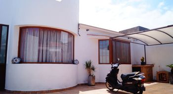 NEX-19136 - Casa en Venta en Real de Juriquilla, CP 76226, Querétaro, con 2 recamaras, con 1 baño, con 1 medio baño, con 280 m2 de construcción.