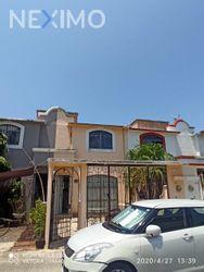 NEX-30105 - Casa en Venta en Supermanzana 55, CP 77533, Quintana Roo, con 3 recamaras, con 2 baños, con 122 m2 de construcción.