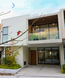 NEX-3122 - Casa en Venta, con 3 recamaras, con 3 baños, con 2 medio baños, con 255 m2 de construcción en 2a Del Moral del Pueblo Tetelpan, CP 01700, Ciudad de México.