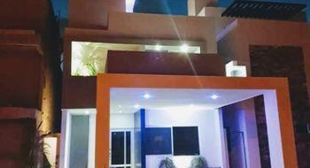 NEX-30128 - Casa en Venta en Cancún Centro, CP 77500, Quintana Roo, con 3 recamaras, con 2 baños, con 2 medio baños, con 230 m2 de construcción.