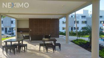NEX-30211 - Casa en Renta, con 3 recamaras, con 3 baños, con 1 medio baño, con 90 m2 de construcción en Jardines del Sur, CP 77536, Quintana Roo.