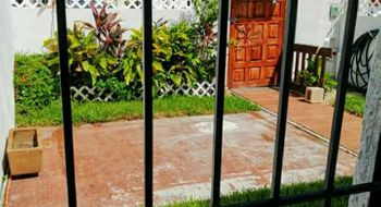 NEX-32060 - Casa en Venta en Supermanzana 504, CP 77533, Quintana Roo, con 2 recamaras, con 1 baño, con 1 medio baño, con 72 m2 de construcción.