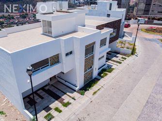NEX-30986 - Casa en Venta, con 3 recamaras, con 5 baños, con 1 medio baño, con 239 m2 de construcción en Miradores, CP 76146, Querétaro.