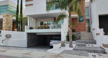 NEX-31329 - Casa en Venta en Cumbres del Cimatario, CP 76973, Querétaro, con 3 recamaras, con 4 baños, con 1 medio baño, con 320 m2 de construcción.