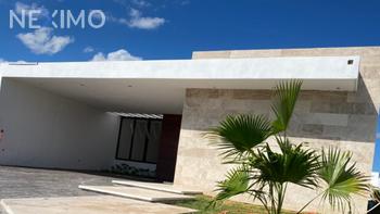 NEX-40911 - Casa en Venta, con 3 recamaras, con 3 baños, con 1 medio baño, con 150 m2 de construcción en Chichi Suárez, CP 97306, Yucatán.