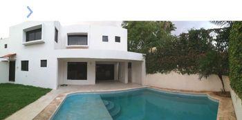 NEX-50975 - Casa en Renta, con 3 recamaras, con 3 baños, con 1 medio baño, con 240 m2 de construcción en San Ramon Norte I, CP 97117, Yucatán.