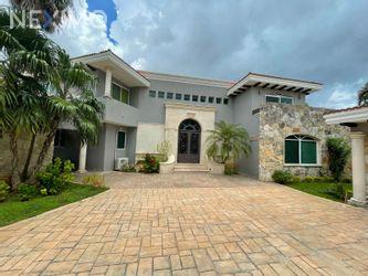 NEX-54291 - Casa en Venta, con 4 recamaras, con 4 baños, con 1 medio baño, con 895 m2 de construcción en Montecristo, CP 97133, Yucatán.