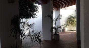 NEX-23111 - Casa en Venta en Jurica, CP 76100, Querétaro, con 3 recamaras, con 3 baños, con 1 medio baño, con 540 m2 de construcción.