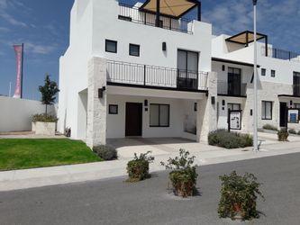 NEX-31451 - Casa en Venta en Residencial el Refugio, CP 76146, Querétaro, con 3 recamaras, con 2 baños, con 1 medio baño, con 151 m2 de construcción.