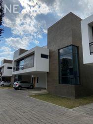 NEX-41024 - Casa en Venta, con 3 recamaras, con 3 baños, con 1 medio baño, con 401 m2 de construcción en Llano Grande (El Salitre), CP 52148, México.
