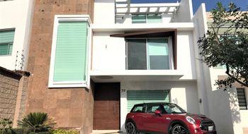 NEX-23873 - Casa en Venta en Lomas de Angelópolis, CP 72830, Puebla, con 4 recamaras, con 4 baños, con 2 medio baños, con 324 m2 de construcción.
