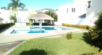 NEX-21435 - Casa en Renta en Llano Largo, CP 39906, Guerrero, con 2 recamaras, con 1 baño, con 1 medio baño, con 80 m2 de construcción.