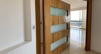 NEX-33063 - Departamento en Renta en Hacienda de las Palmas, CP 52763, México, con 3 recamaras, con 4 baños, con 1 medio baño, con 301 m2 de construcción.