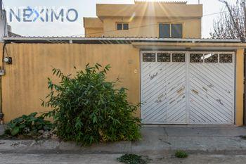 NEX-5877 - Casa en Venta, con 3 recamaras, con 1 baño, con 1 medio baño, con 130 m2 de construcción en Izcalli Jardines, CP 55050, México.