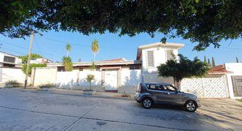 NEX-25692 - Casa en Renta en Residencial La Hacienda, CP 29030, Chiapas, con 8 recamaras, con 2 baños, con 1 medio baño, con 170 m2 de construcción.