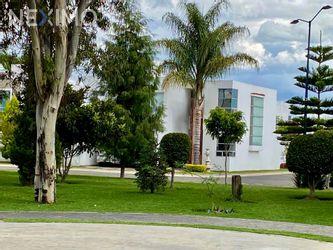 NEX-54506 - Casa en Venta, con 3 recamaras, con 3 baños, con 1 medio baño, con 195 m2 de construcción en Zerezotla, CP 72764, Puebla.
