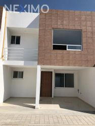 NEX-26550 - Casa en Venta, con 3 recamaras, con 2 baños, con 2 medio baños, con 174 m2 de construcción en Zerezotla, CP 72764, Puebla.