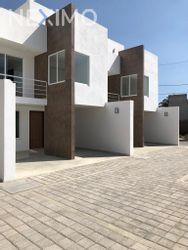 NEX-26568 - Casa en Venta, con 3 recamaras, con 3 baños, con 1 medio baño, con 197 m2 de construcción en Zerezotla, CP 72764, Puebla.