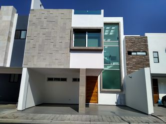 NEX-38602 - Casa en Renta en El Barreal, CP 72814, Puebla, con 3 recamaras, con 3 baños, con 2 medio baños, con 280 m2 de construcción.
