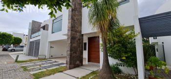 NEX-56357 - Casa en Renta, con 4 recamaras, con 4 baños, con 1 medio baño, con 310 m2 de construcción en Lomas de Angelópolis, CP 72830, Puebla.